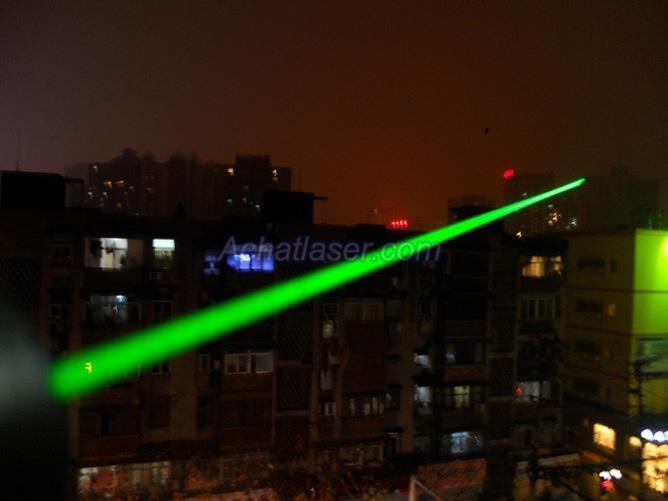 Pointeur laser ultra puissant 10000mw for Pointeur laser vert mw
