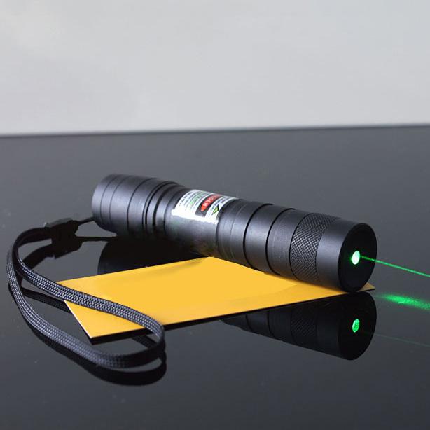 200mw le torche laser vert avec faisceau lumineux puissant
