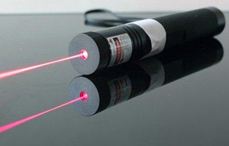 lampe de poche laser rouge 200mw puissante prix pas cher. Black Bedroom Furniture Sets. Home Design Ideas